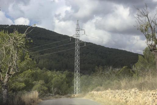 IBIZA - El soterramiento de la línea de alta tensión de es Fornàs multiplicaría por diez su coste