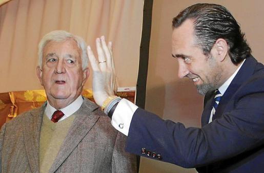 Bauzá en una imagen de archivo junto a Cañellas, fundador del PP.