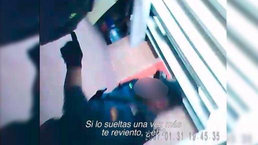 Fragmento de la grabación difundida por el digital 'eldiario.es' en la que se aprecian las amenazas del agente.