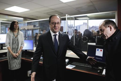 El presidente francés visitó al joven Théo en el hospital, tras el revuelo mediático generado por este caso.