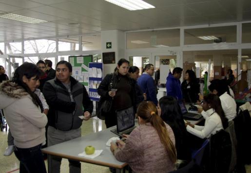 En la imagen, ecuatorianos residentes en Baleares votando en las elecciones generales de Ecuador 2013.