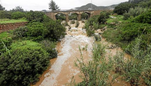 El agua volvió a correr con fuerza por el cauce del río de Santa Eulària el pasado mes de diciembre.