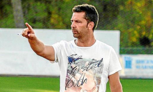 Una imagen de Tito García Sanjuán, técnico del conjunto rojillo, en una sesión preparatoria de esta temporada de récords.