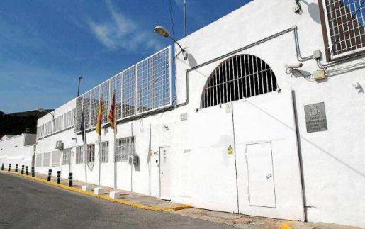 El condenado envió las cartas amenazantes desde el centro penitenciario de Ibiza donde cumple condena por otros delitos.