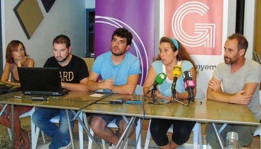 José Sánchez, primero por la izquierda, durante una rueda de prensa en 2015 junto a Lydia Jurado, Óscar Rodríguez, Viviana de Sans y Miquel Vericad.