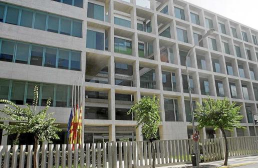 Imagen de archivo de la fachada de la máxima institución insular de Ibiza.