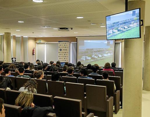 Los aspirantes a universitarios conocieron los estudios de grado que la sede de UIB en Ibiza ofrece.