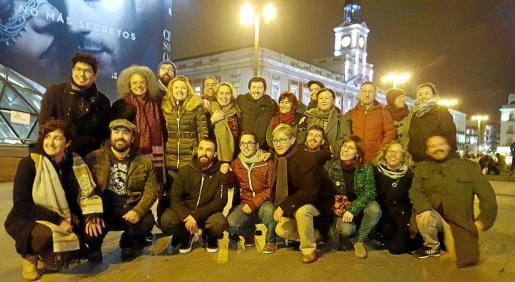 Representantes de Balears en Vistalegre II con los periodistas, este viernes en la Puerta del Sol.