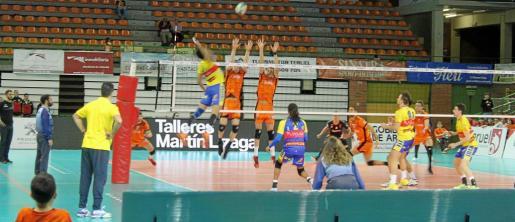 Una imagen del partido de ayer en Teruel.