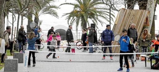 Pese a que no lucía el sol, los pequeños disfrutaron al máximo del deporte y los juegos.
