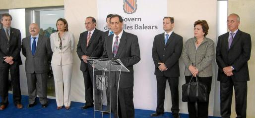Isidor Torres, que era entonces alcalde de la isla, durante su intervención el día de la inauguración del hospital.