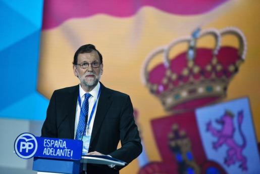 El presidente del Gobierno y del partido Popular, Mariano Rajoy ,durante su intervención en la clausura del XVIII Congreso nacional del partido que se celebra en la Caja Mágica de Madrid.