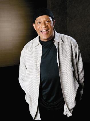 Imagen promocional del músico Al Jarreau.