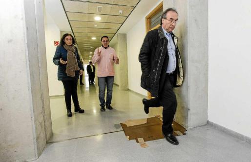 El conseller d'Educació, Martí March, en la visita al instituto realizada el mes pasado. Foto: DANIEL ESPINOSA