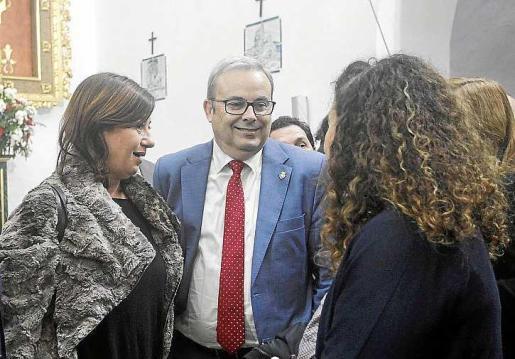 Francina Armengol, Vicent Torres y Pilar Costa, ayer en Santa Eulària. Foto: DANIEL ESPINOSA