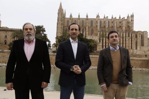 Tomás Cortés, José Ramón Bauzá y José Carlos Caballero, en el Parc de la Mar.