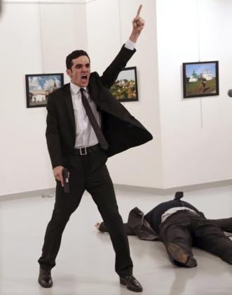Fotografía facilitada por la organización World Press Photo (WPP), que muestra la imagen tomada por el fotógrafo Burhan Ozbilici.