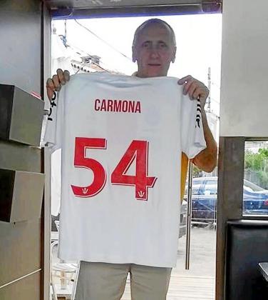 El nuevo refuerzo del Inter Ibiza, con una camiseta de su anterior equipo.