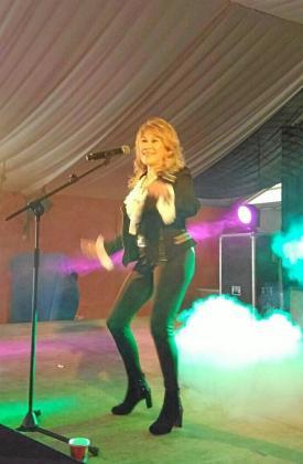 La cantante Helena Bianco en un momento de su actuación.