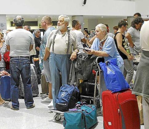 El Govern apuesta por que los billetes de avión y las tarjetas de embarque incluyan el precio del vuelo para evitar el fraude.