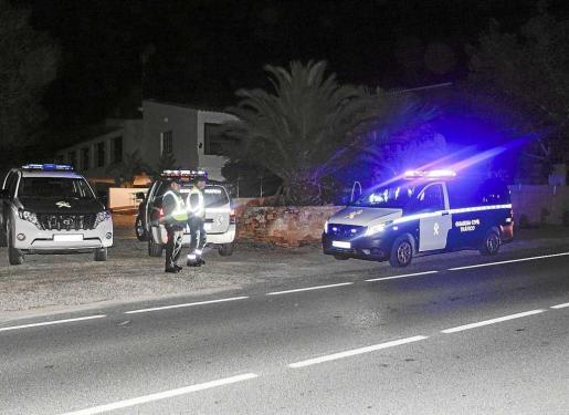 Imagen de la intervención de la Guardia Civil en un accidente en Can Bernat donde un conductor dio positivo.