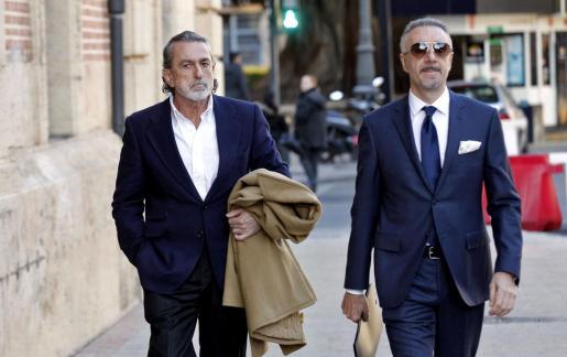El cabecilla de la trama Gürtel Francisco Correa,iz., a su llegada al Tribunal Superior de Justicia valenciano.