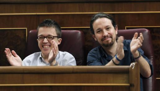 En la imagen, Pablo Iglesias e Íñigo Errejón sonrientes y juntos.