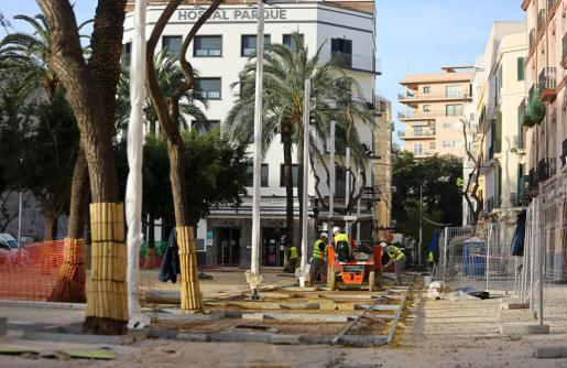 Imagen de las obras de la plaza del Parque durante el pasado martes.