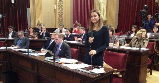 La portavoz del PP en el Parlament, Marga Prohens, durante una intervención en la sesión de este martes.