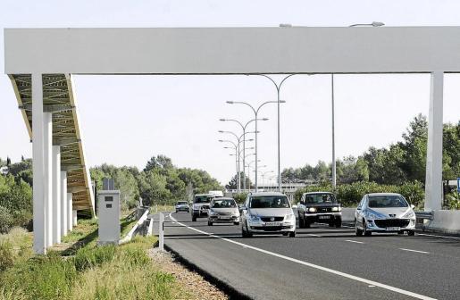 En la carretera de Vila a Sant Antoni sólo hay un punto para contabilizar vehículos, situado a medio kilómetro del recinto ferial.