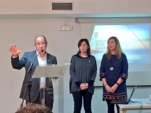 Juli Fuster, Francina Armengol y Patricia Gómez, en el acto de presentación del Plan de infraestructuras de Atención Primaria.