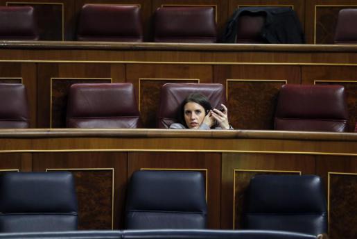 La portavoz adjunta de Podemos, Irene Montero,durante el pleno del Congreso de los Diputados.
