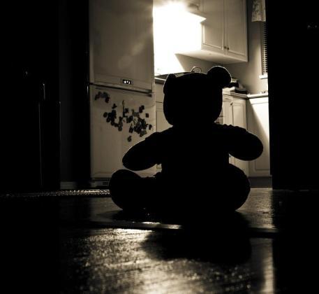 El miedo a la oscuridad es uno de los más estables y frecuentes en los niños.