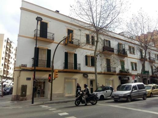 La detención se ha llevado a cabo en la segunda planta de este edificio situado en la avenida Ignasi Wallis. Foto: P.S.P