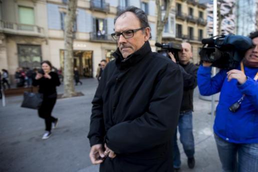 El abogado de Iñaki Urdangarín, Mario Pascual Vives, sale de su despacho poco después de conocerse la sentencia del caso Nóos.