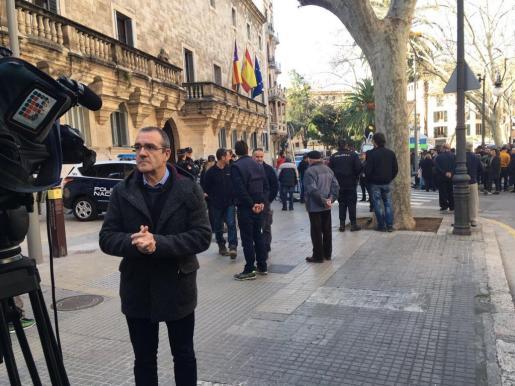El diputado de Podemos Juan Pedro Yllanes ante los juzgados de Palma tras conocer la sentencia por el caso Nóos.