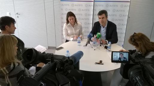 De izquierda a derecha, Monica Miranda y Josep Ventura dan a conocer a los medios el balance anual de Aurens. Foto: Renato Steinmeyer.