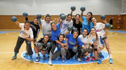 El equipo del Puchi, ayer en Santa Eulària, se conjura durante el último entrenamiento previo al encuentro contra el conjunto madrileño.