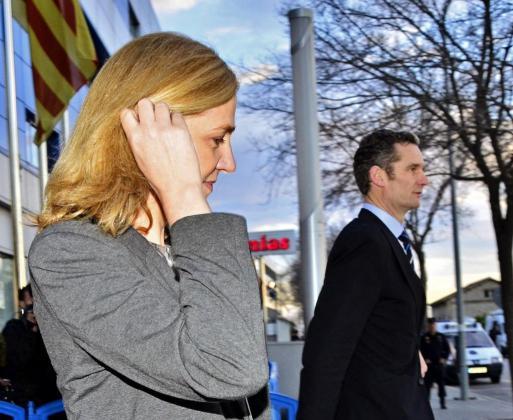 Fotografía de archivo de la Infanta Cristina y su esposo Iñaki Urdangarin, a la salida de la Escuela Balear de la Administración Pública (EBAP), tras la cuarta jornada del juicio del caso Nóos.