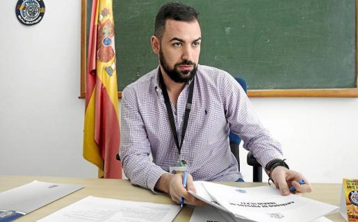 Imagen de Raúl Cuesta durante la entrevista realizada en las dependencias de la comisaría de la Policía Nacional en Ibiza.