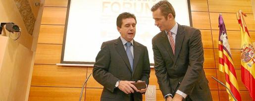 Jaume Matas e Iñaki Urdangarin, durante la presentación del observatorio permanente por el que sí tendrán que pagar ambos 619.000 euros al Govern si la sentencia llega a ser firme.