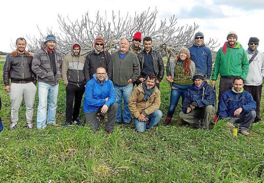 Foto de familia de los participantes en este curso de poda. Foto: DAVID SETBETES