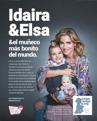 En la imagen, la actriz Elsa Pataky junto a Idaira, presentando los 'Baby Pelones'.