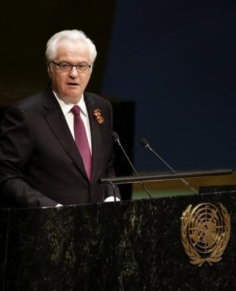 Fotografía de archivo fechada el 5 de mayo de 2015 que muestra al embajador ruso ante la ONU, Vitali Churkin, pronunciando su discurso en la Asamblea General de la ONU en la sede de la institución en Nueva York.