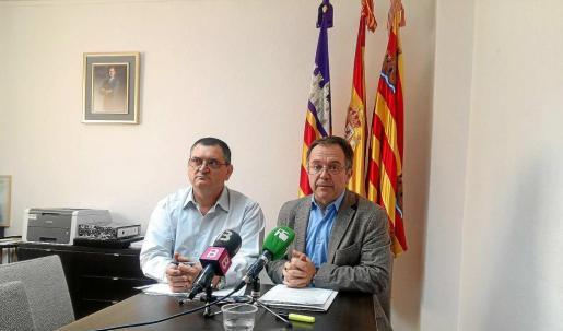 Josep Marí Ribas 'Agustinet' compareció en rueda de prensa junto al concejal de Urbanisme, Ángel Luis Guerrero.