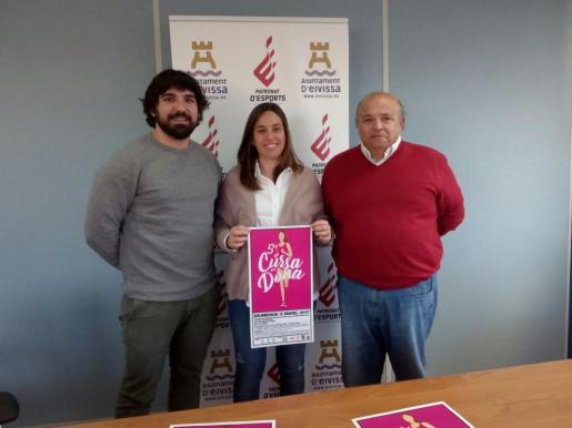 Agustín Perea y Ana Ribas, concejales de Deportes de Vila y Sant Josep, junto a Toni Roig. Foto: R. J. D.