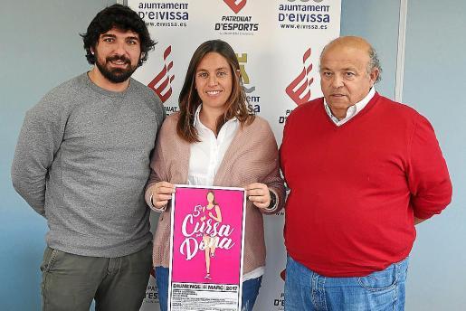 Agustín Perea y Ana Ribas, concejales de Deportes de Vila y Sant Josep, junto a Toni Roig.