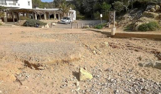 Imagen de cómo se encuentra a día de hoy Cala Carbó, playa en la que el canario Mahy Marrero Sosa se adjudicó los dos lotes de hamacas. Foto: RENATO STEINMAYER