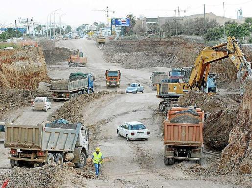 Movimiento de tierras durante las obras de la autovía del aeropuerto.