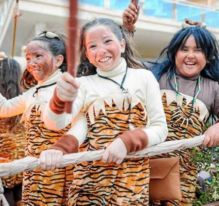 Una imagen de archivo de un grupo de niñas participando en la rúa de Sant Antoni.